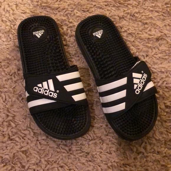 le adidas regolabile pantofole dimensione 78 donne poshmark
